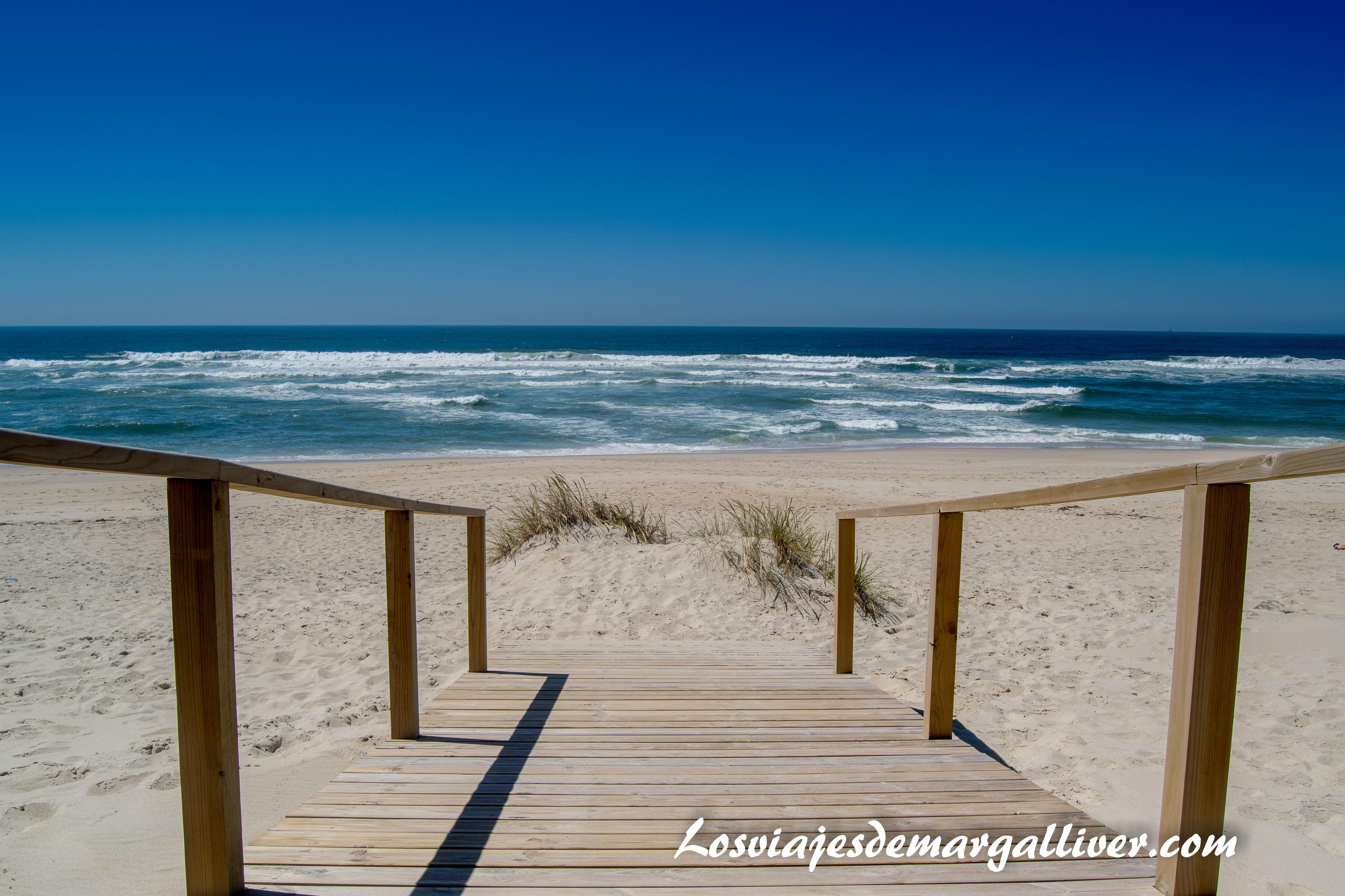 Playa de la Costa Nova en Aveiro - Los viajes de Margalliver